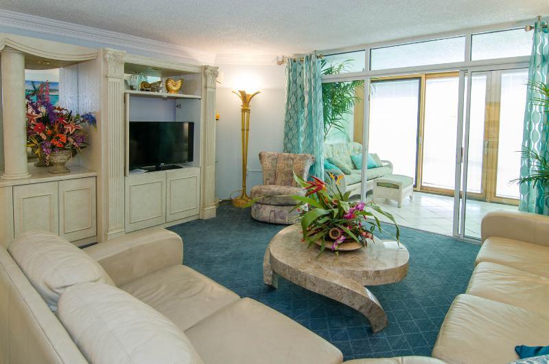 """Livingroom w 40"""" flatscreen - Fantastic Ocean Front Condo Unit 3E - Ocean City - rentals"""
