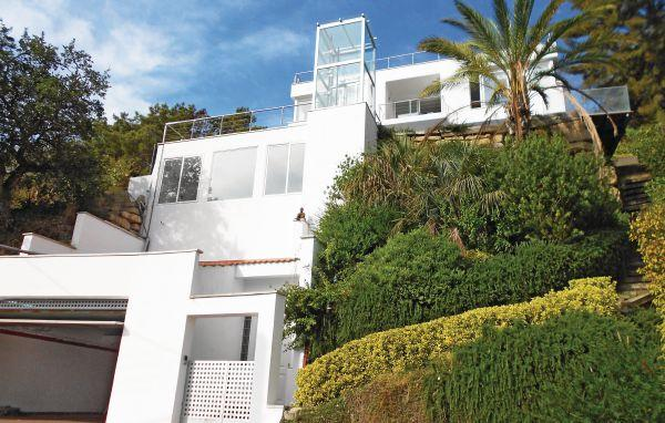 4 bedroom Villa in Sant Pol de Mar, Catalonia, Barcelona, Spain : ref 2090900 - Image 1 - Sant Cebria de Vallalta - rentals