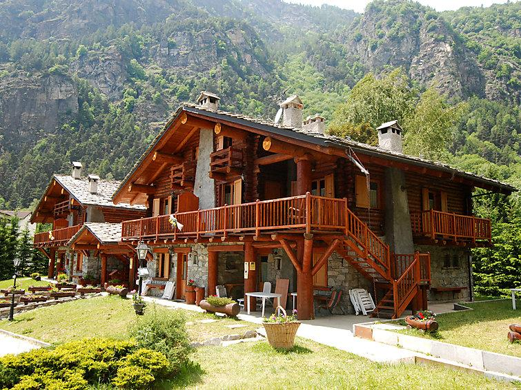 4 bedroom Apartment in Antey St Andre, Aosta Valley, Italy : ref 2132180 - Image 1 - Antey Saint Andre - rentals
