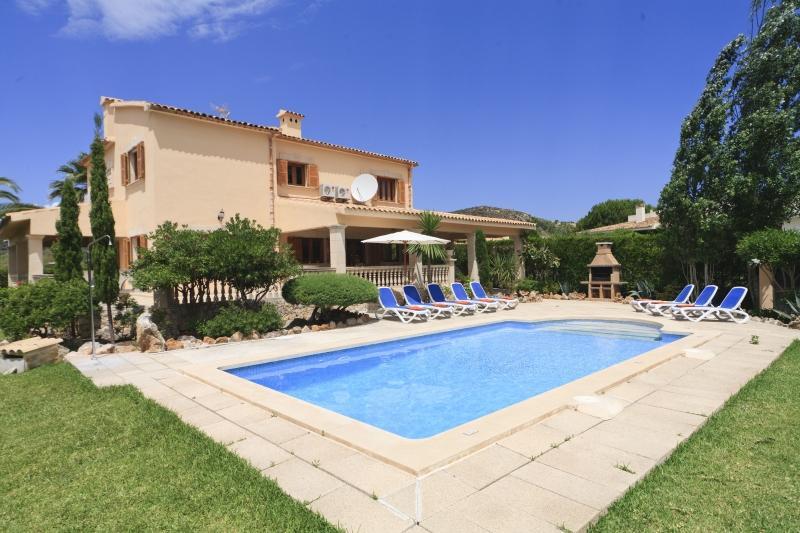 4 bedroom Villa in Puerto Pollensa, Pollensa, Mallorca : ref 2132464 - Image 1 - Port de Pollenca - rentals