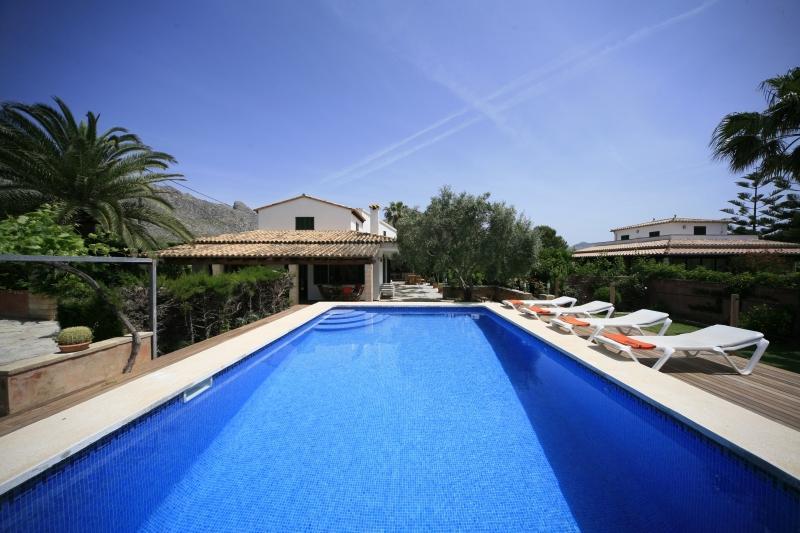 4 bedroom Villa in Puerto Pollensa, Pollensa, Mallorca : ref 2132468 - Image 1 - Puerto Pollensa - rentals