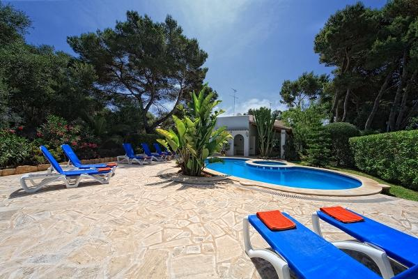 4 bedroom Villa in Cala D'or Centre, Cala d'Or, Mallorca : ref 2132491 - Image 1 - Cala d'Or - rentals