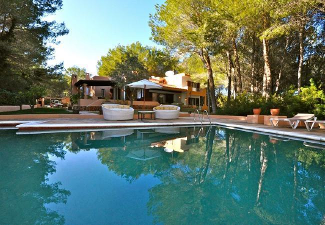 4 bedroom Villa in Santa Eulalia Del Rio, Cala Llenya, Ibiza, Ibiza : ref 2132905 - Image 1 - Cala Lenya - rentals
