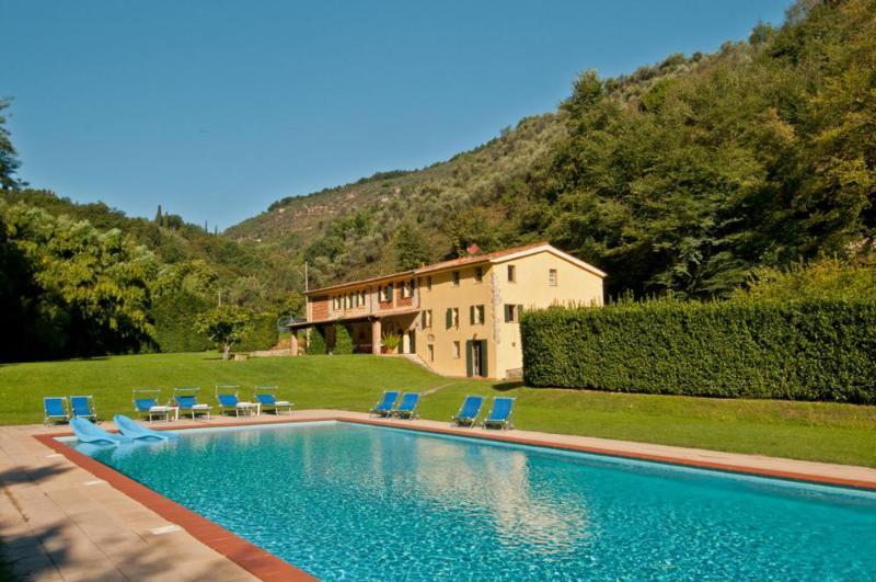 6 bedroom Villa in Camaiore, Versilia, Tuscany, Italy : ref 2135419 - Image 1 - Monteggiori - rentals