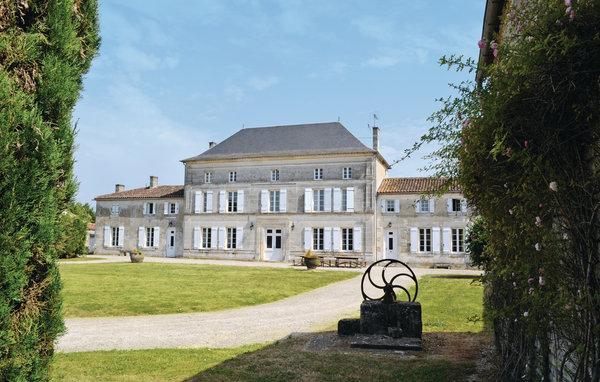7 bedroom Villa in Villeneuve de Chassors, Charente, France : ref 2184366 - Image 1 - Reparsac - rentals