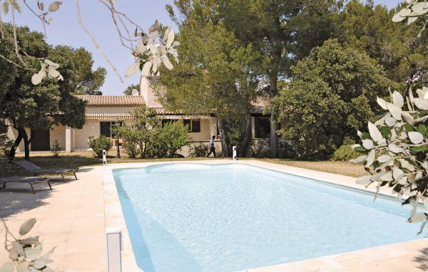 5 bedroom Villa in Cavaillon, Vaucluse, France : ref 2184801 - Image 1 - Cavaillon - rentals