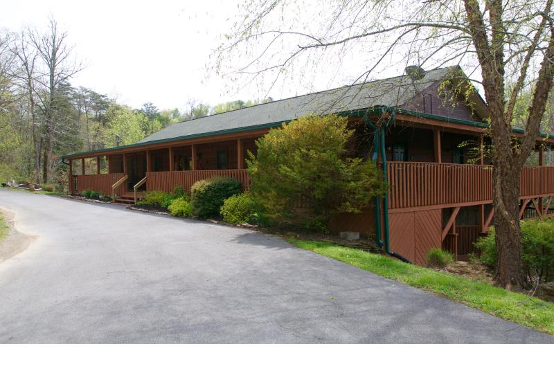 Front entrance of lodge. Note the large wrap-around decks. - Enormous Group Lodge Douglas Lake Sevierville, Tn - Sevierville - rentals