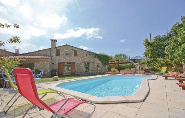 4 bedroom Villa in Gordes, Vaucluse, France : ref 2221078 - Image 1 - Gordes - rentals