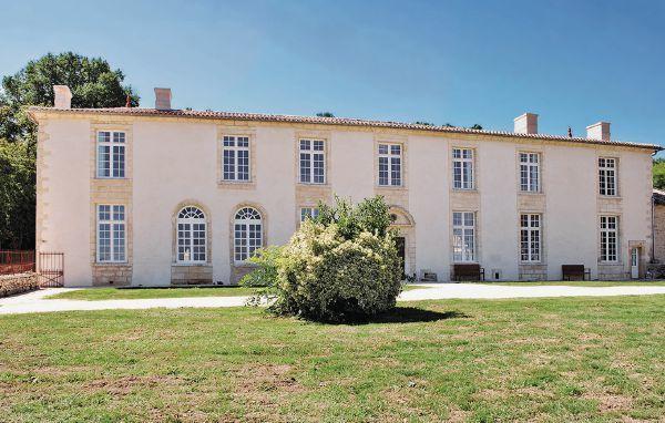 9 bedroom Villa in St.Pey de Castets, Gironde, France : ref 2221403 - Image 1 - Saint-Pey-de-Castets - rentals