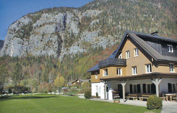 9 bedroom Villa in Obertraun, Salzburg Region, Austria : ref 2225017 - Image 1 - Obertraun - rentals