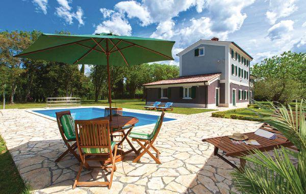 6 bedroom Villa in Fazana-Valbandon, Fazana, Croatia : ref 2238352 - Image 1 - Valbandon - rentals
