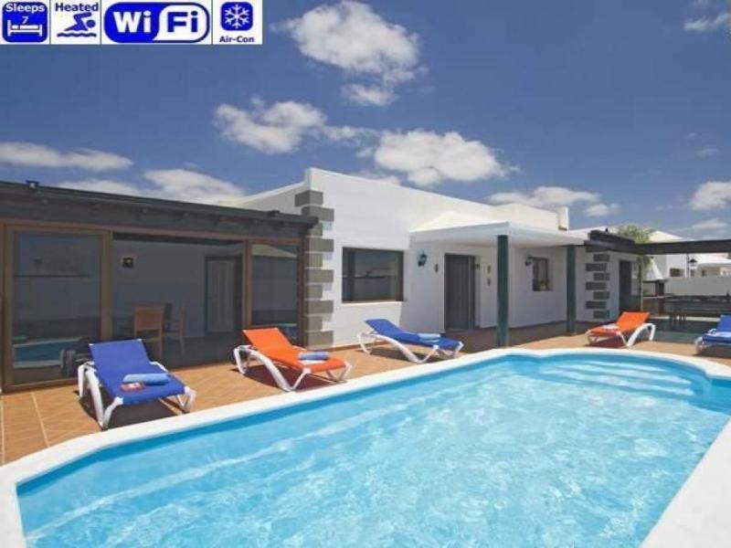 4 bedroom Villa in Playa Blanca, Canary Islands, Lanzarote, Canary Islands : ref 2240186 - Image 1 - Yaiza - rentals