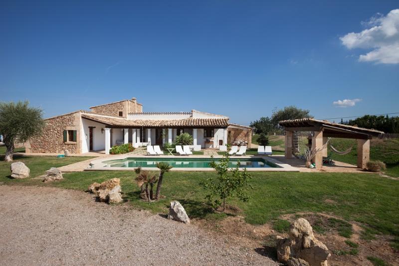 4 bedroom Villa in Pollença, Mallorca, Mallorca : ref 2244316 - Image 1 - Pollenca - rentals