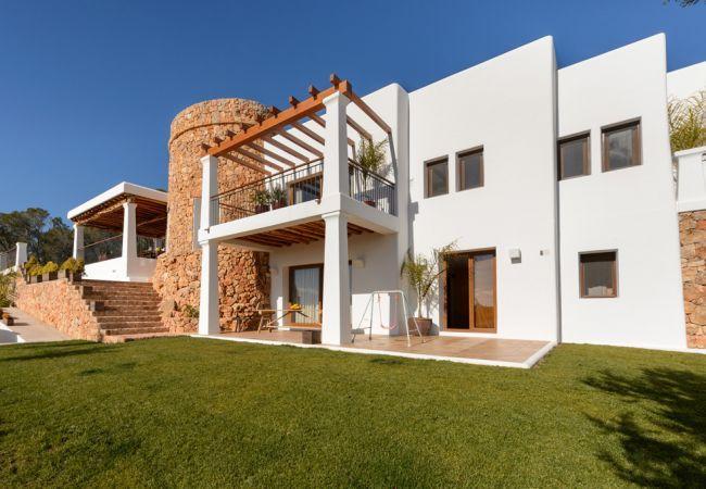 5 bedroom Villa in Sant Carles De Peralta, Santa Eulalia Del Rio, Baleares, Ibiza : ref 2247480 - Image 1 - Sant Joan de Labritja - rentals