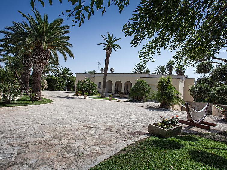4 bedroom Villa in Gallipoli, Puglia-Salento, Italy : ref 2253754 - Image 1 - Gallipoli - rentals