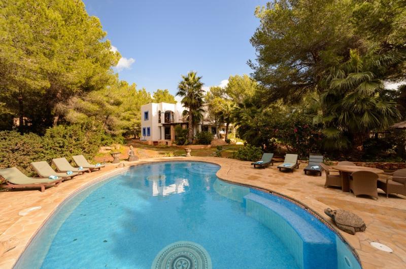 4 bedroom Villa in San Jose, Cala Jondal, Ibiza : ref 2259644 - Image 1 - Es Cubells - rentals