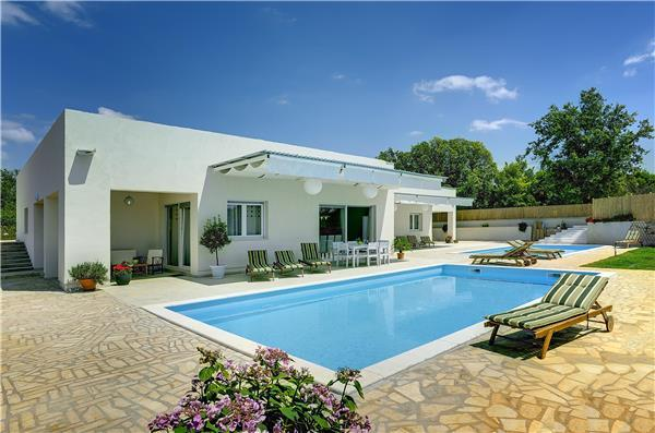 6 bedroom Villa in Brajkovici, Istria, Croatia : ref 2261521 - Image 1 - Brajkovici - rentals