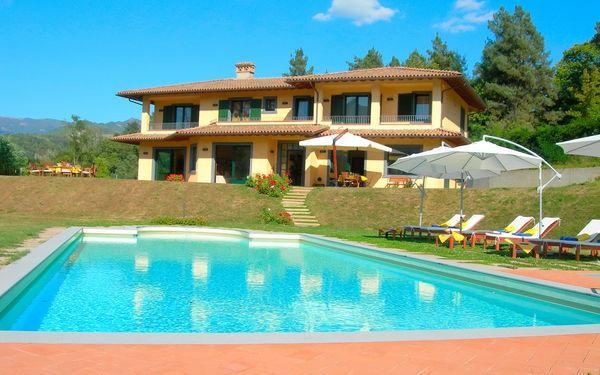 7 bedroom Villa in Castelnuovo Di Garfagnana, Tuscany, Italy : ref 2266100 - Image 1 - Castelnuovo di Garfagnana - rentals