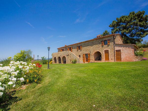 5 bedroom Villa in Camucia-Monsigliolo, Tuscany, Italy : ref 2268969 - Image 1 - Terontola - rentals