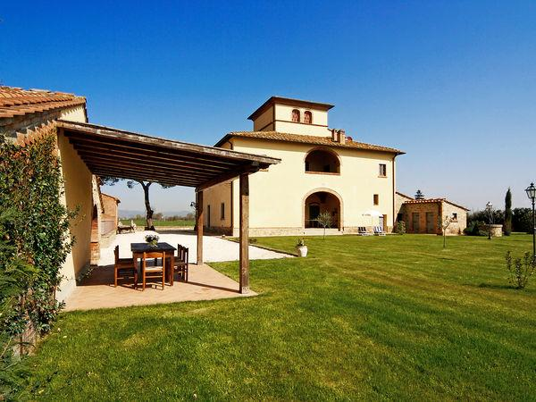6 bedroom Villa in Sant'angiolo, Tuscany, Italy : ref 2269846 - Image 1 - Marciano Della Chiana - rentals