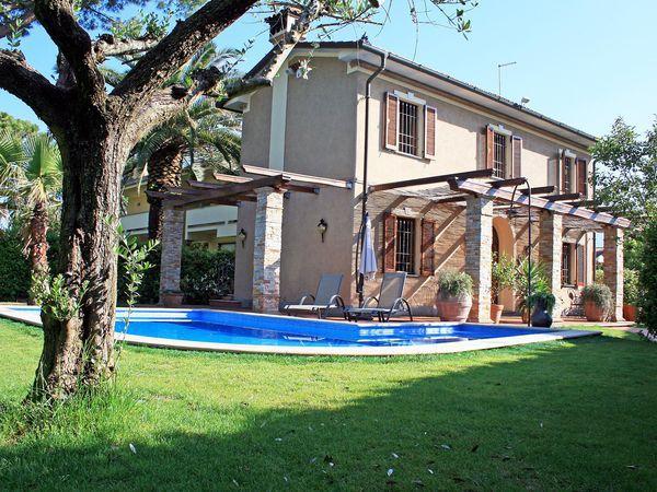 3 bedroom Villa in Federigi, Tuscany, Italy : ref 2269886 - Image 1 - Forte Dei Marmi - rentals