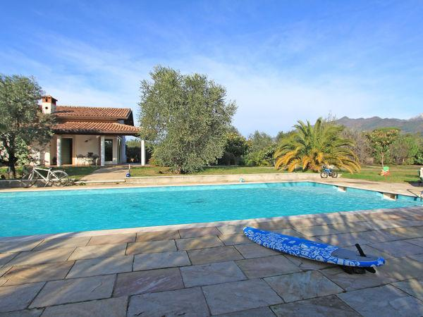 6 bedroom Villa in Ripa-Pozzi-Querceta-Ponterosso, Tuscany, Italy : ref 2269892 - Image 1 - Querceta - rentals