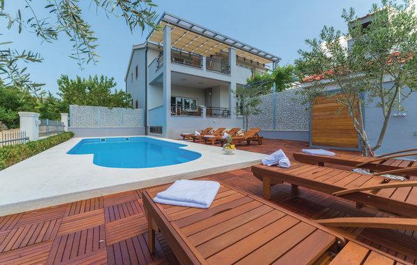 8 bedroom Villa in Zadar-Pridraga, Zadar, Croatia : ref 2277466 - Image 1 - Gornji Karin - rentals