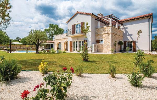 5 bedroom Villa in Vodnjan-Sv.Kirin, Vodnjan, Croatia : ref 2277934 - Image 1 - Jursici - rentals