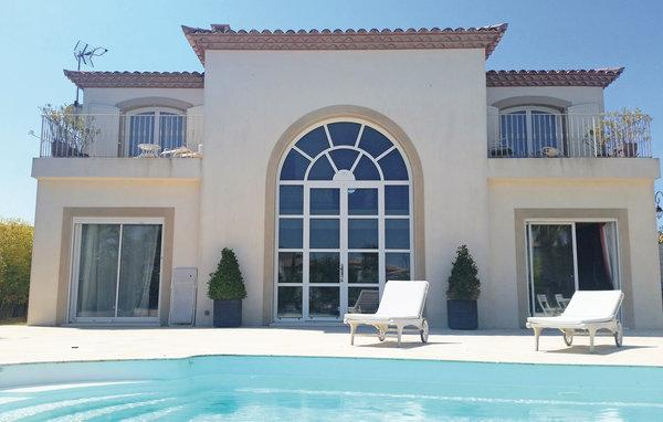 4 bedroom Villa in Aigues Mortes, Gard, France : ref 2279339 - Image 1 - Aigues-Mortes - rentals