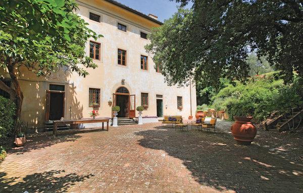7 bedroom Villa in Pistoia, Montecatini / Pistoia And Surroundings, Italy : ref 2279899 - Image 1 - Serravalle Pistoiese - rentals
