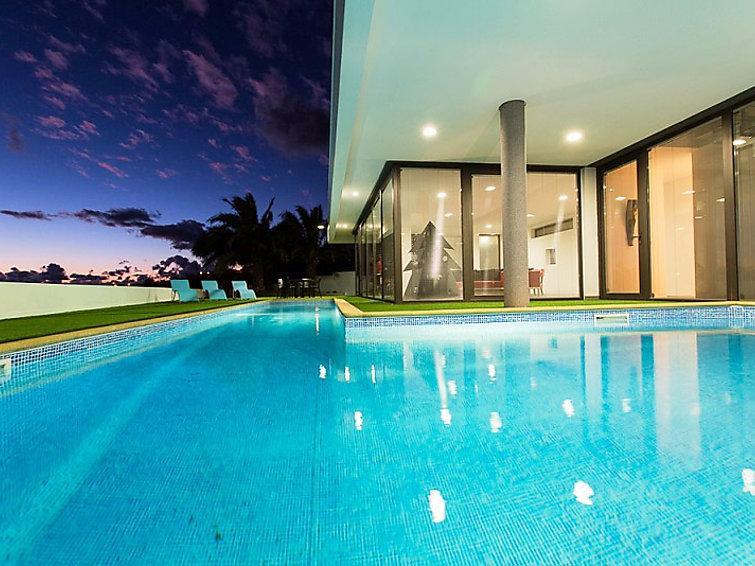 3 bedroom Villa in Madeira Calheta, Madeira, Portugal : ref 2286738 - Image 1 - Estreito da Calheta - rentals