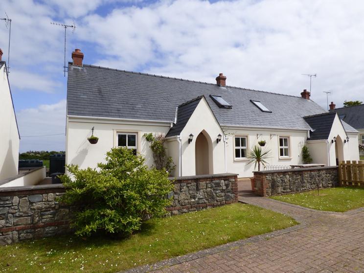 4 Tudor Lodge Cottages - Image 1 - Tenby - rentals