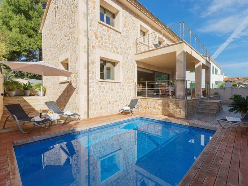 4 bedroom Villa in Cala San Vicente, Mallorca, Mallorca : ref 2294856 - Image 1 - Cala San Vincente - rentals