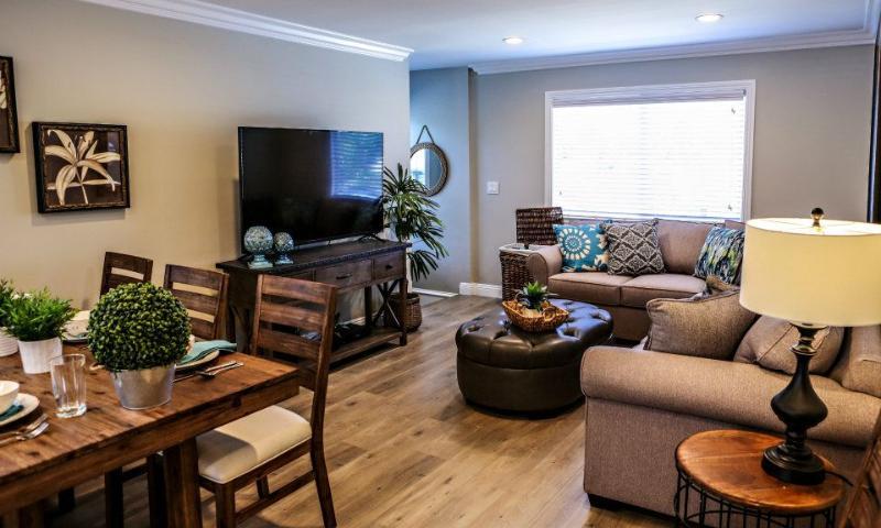 Dining/Family Room - Destination 37 - Anaheim - rentals