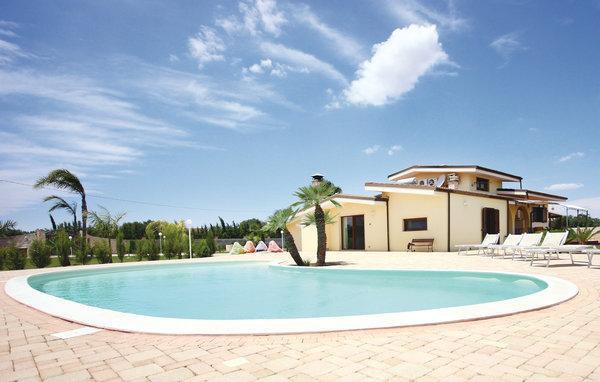 3 bedroom Villa in Melissano, Apulia, Italy : ref 2303851 - Image 1 - Melissano - rentals