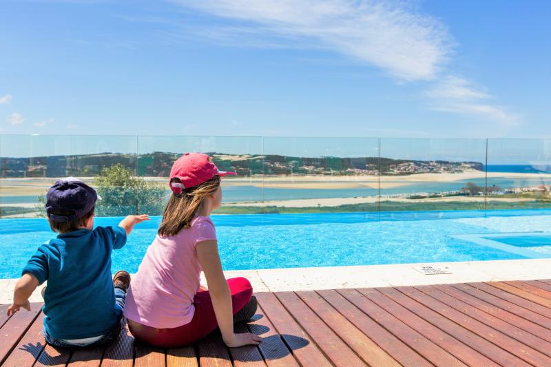 Heated, private pool with transparent fence for kids protection. Children pool area. - Casa do Lago villa-family friendly-12 sleeps-5 Bdr - Foz do Arelho - rentals
