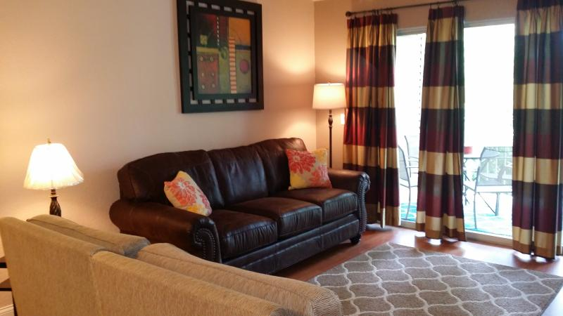 Queen Sofa Sleeper with Flat Screen TV/DVD Player and Free Cable TV and WiFi*Lots of Movies - Open June 27- July 1*Close to Strip and Lake*Nice*Pet Friendly*2 Kings*Sleeps 6* - Branson - rentals