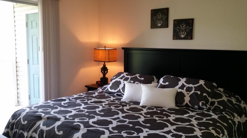 Master Bedroom  (King) - *Close to Strip and Lake*Newly Updated*2 Kings*Pond View*Pets OK* - Branson - rentals
