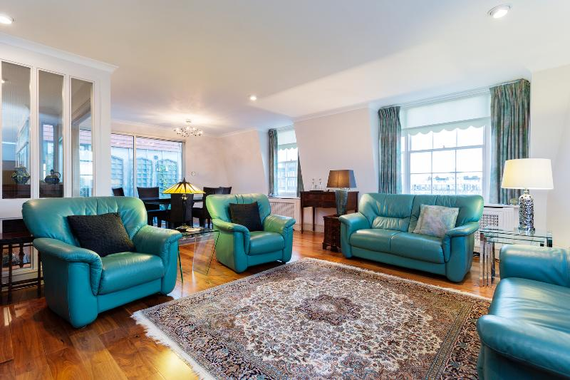 2 bed Penthouse with terrace on Garden Street, St John's Wood - Image 1 - London - rentals