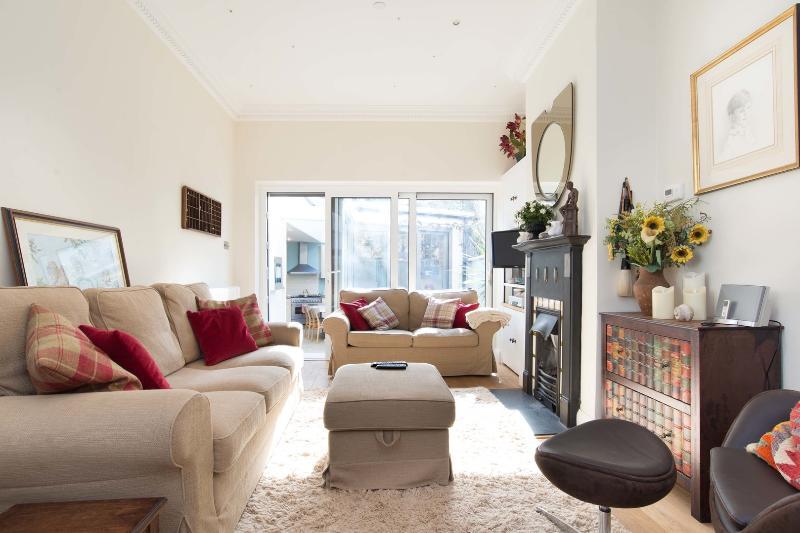 Light and open 2 bed house, Moore Park Road, Fulham - Image 1 - London - rentals