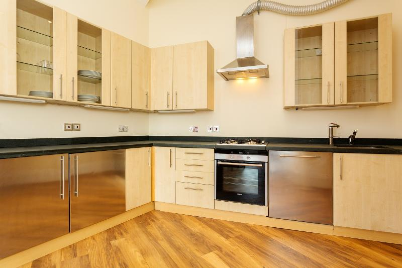 Classic 2 bed 2 bath, terrace, St John Street, Clerkenwell - Image 1 - London - rentals