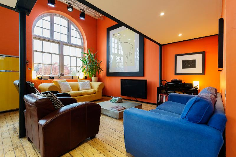 Artistic and colourful 2 bedroom apartment, London Bridge - Image 1 - London - rentals