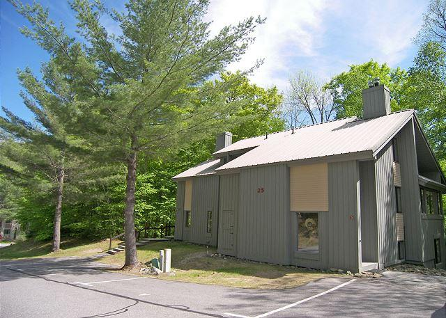 Exterior of Buiilding - C03WU- Managed by Loon Reservation Service - NH Meals & Rooms Lic# 056365 - Lincoln - rentals