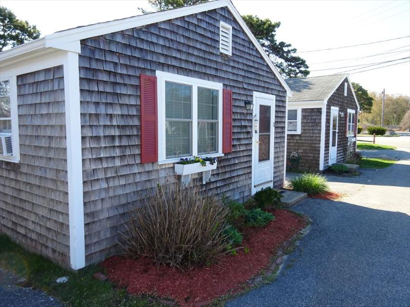 IN THE HEART OF THE MID-CAPE ! PRIME WEEKS OPEN!! 131535 - Image 1 - West Yarmouth - rentals
