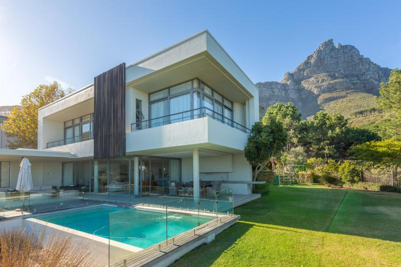 Perched in the windfree area of Camps Bay THE GLEN - Image 1 - Clifton - rentals