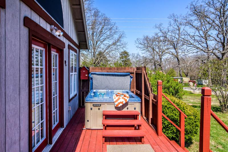 Mocking Bird Hot Tub - Stone Meadow Resort - Hot Tubs, Pet/Bike Frndly - Eureka Springs - rentals