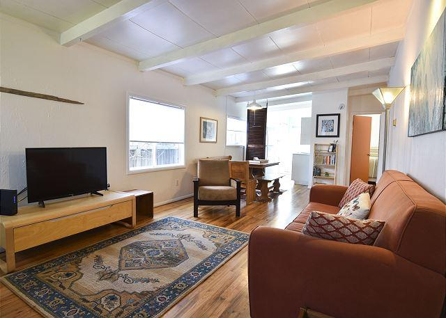 Spacious living room, open floor design. - Birdsong Beach Cottage - Fun & Clean 2 Bedroom Home with Private Dock - Eureka - rentals