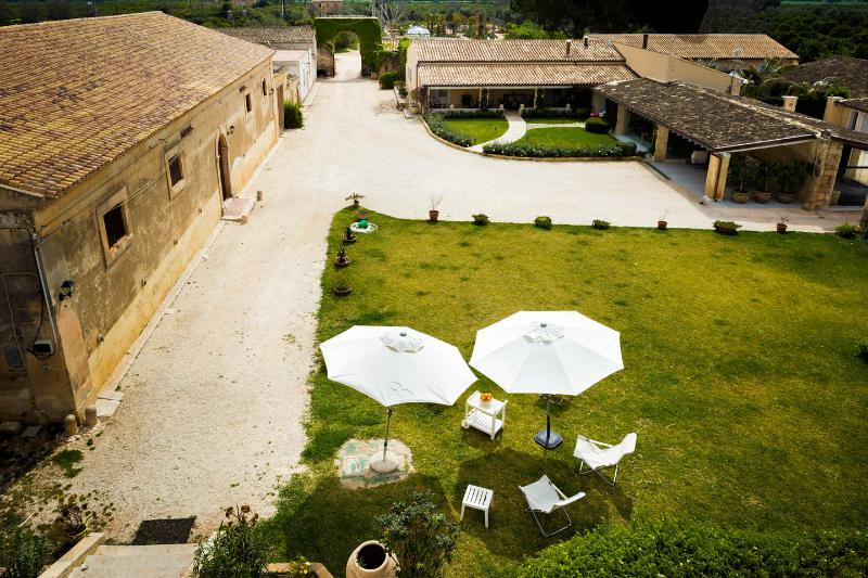 Historical villa in the Sicilian countryside! - Image 1 - Syracuse - rentals