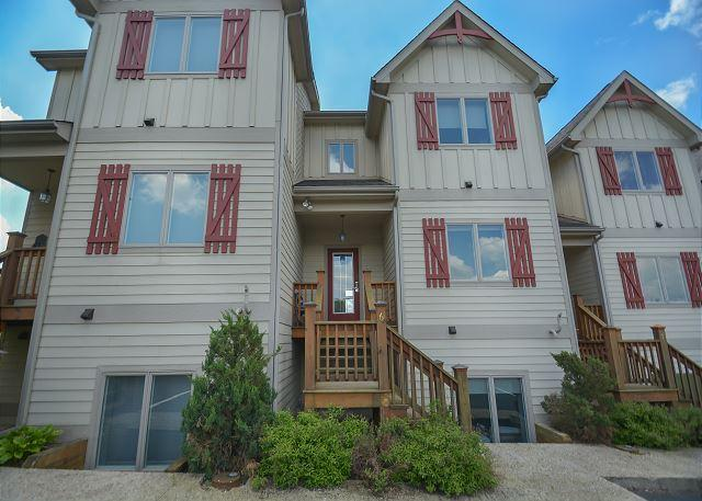 Exterior - Amazing townhome with stunning lake and ski slope views! - McHenry - rentals