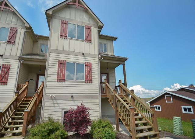 Exterior - Amazing 4 Bedroom Townhome with hot tub in the heart of Deep Creek Lake! - McHenry - rentals